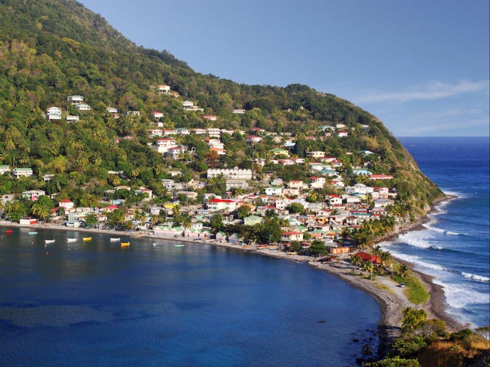 تكلفة الهجرة و الاقامة الدائمة في دومينيكا و الحصول على الجنسية